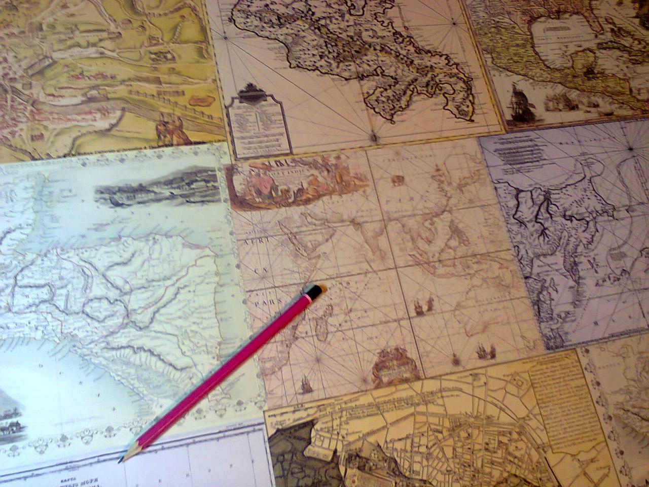 Декор стола и страсть к картографии